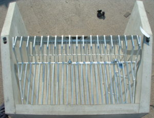 Cranked grating with access hatch and ladder